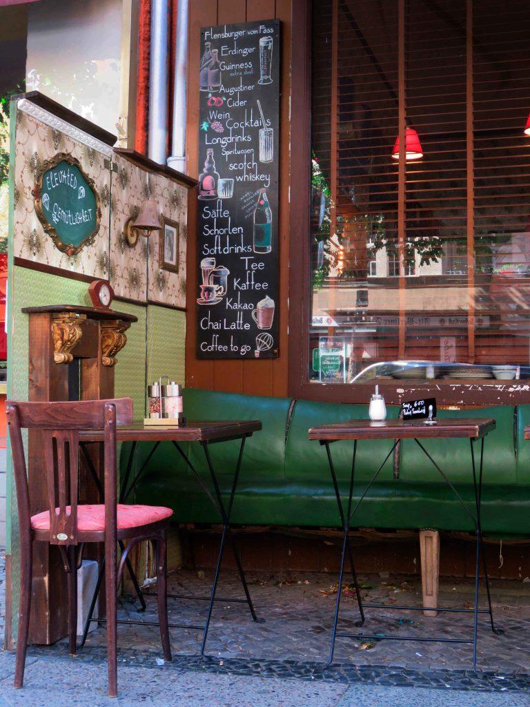 blackboard luftbrücke café getränke